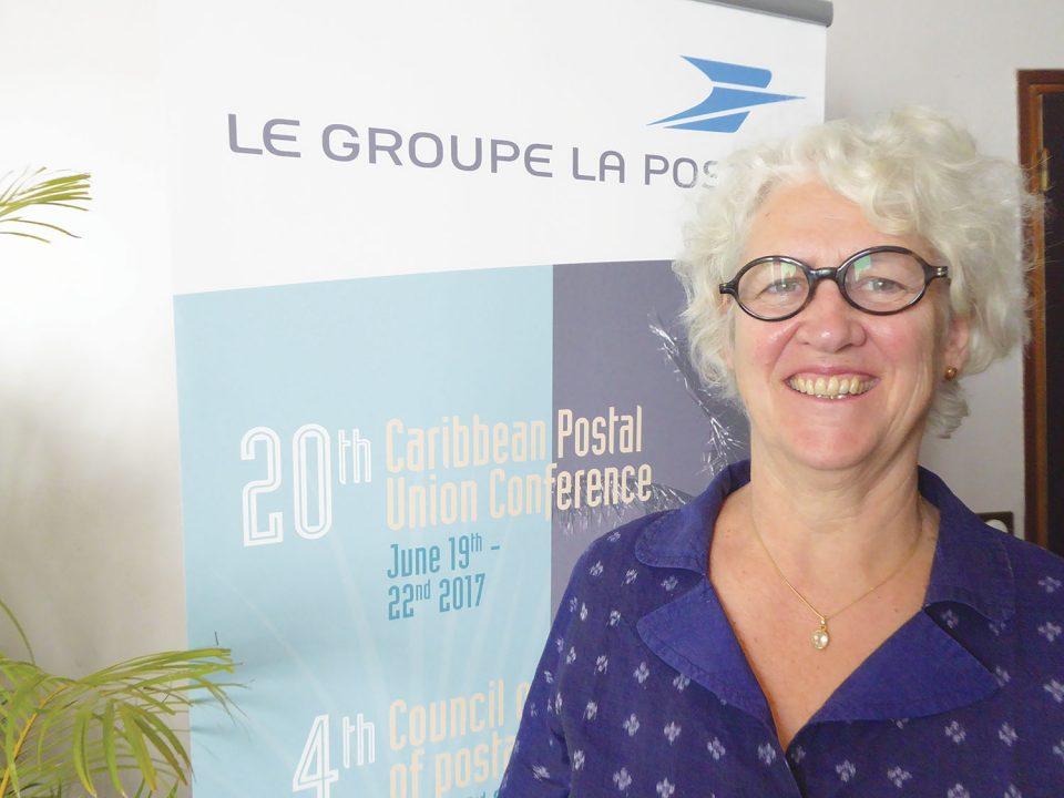 """Béatrice Roux : """"Avec le digital, c'est la renaissance de La Poste !"""""""