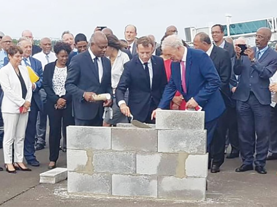 Agrandissement de Martinique-Aimé-Césaire: Emmanuel Macron pose la première pierre