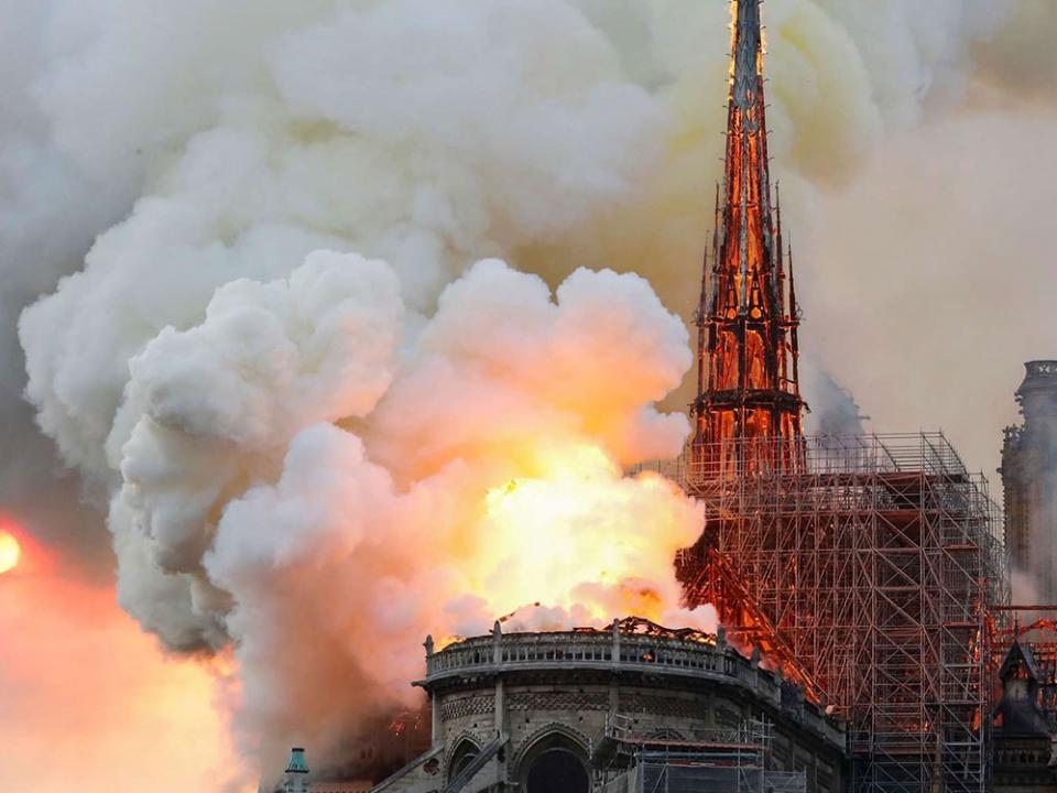 Le Pape, Notre-Dame en flammes… et les Autres !